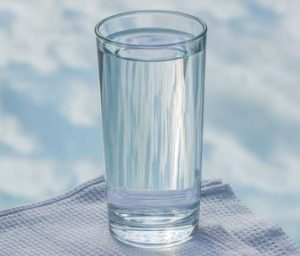 a picture of glass of water